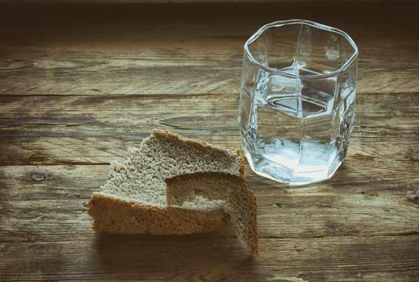 Притулок, вода та хліб